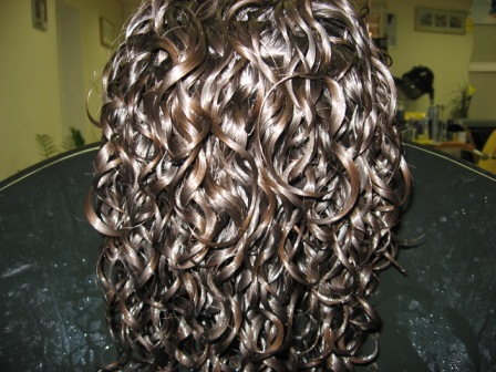 временная химическая завивка волос. химическая завивка. спиральная завивка волос. вертикальная...